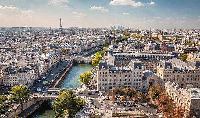Les Français s'habituent aux restrictions et aiment vivre en ville